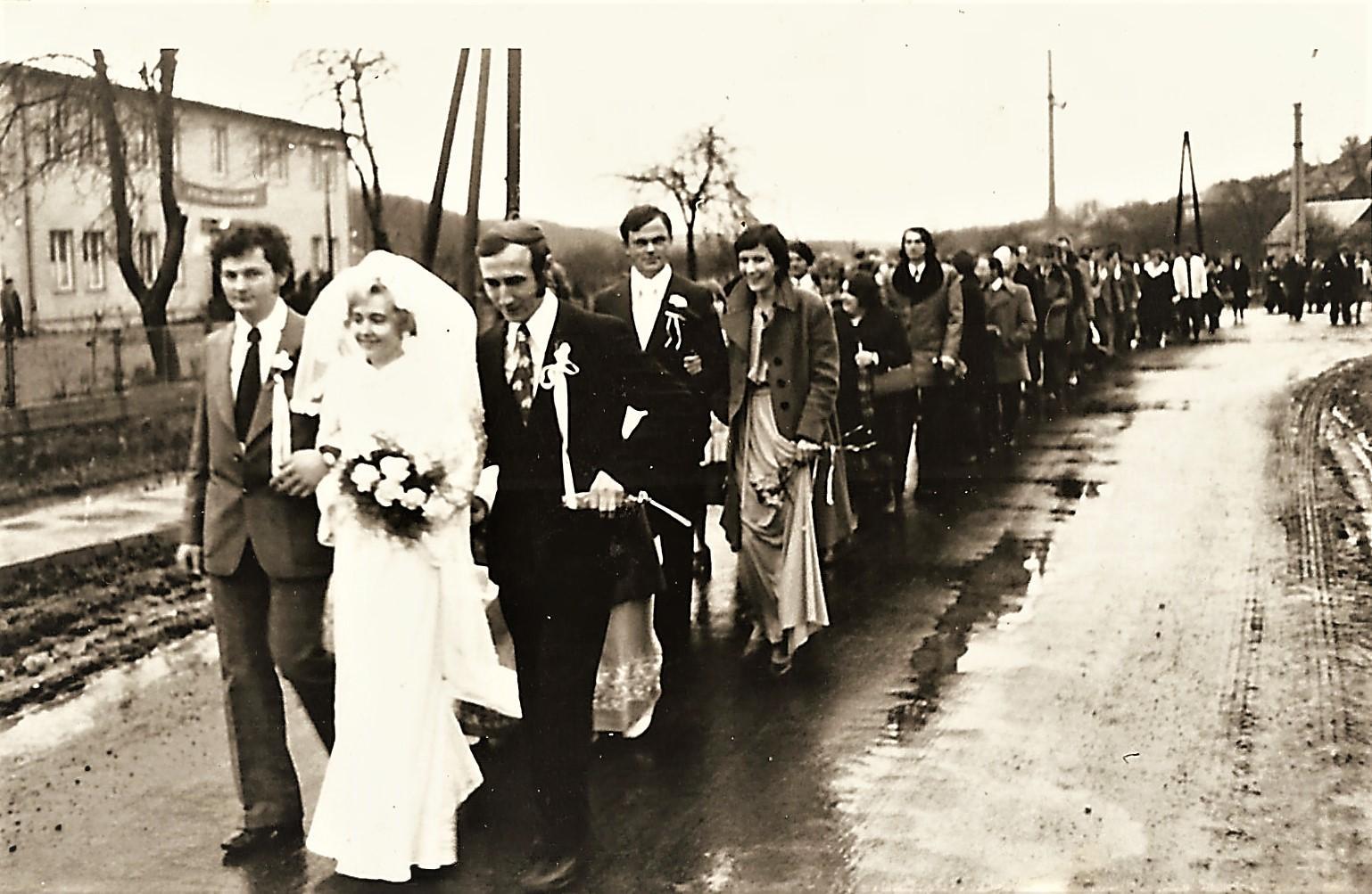 595a59751ea3 ... Katolícka svadba v roku 1977 manželov Hudecových